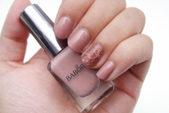 Babor-Nail-Polish-05-Wild-Roses-Swatch-1024×683